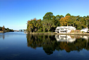 River home, lakeside home, chain o lakes, fox river, mchenry home